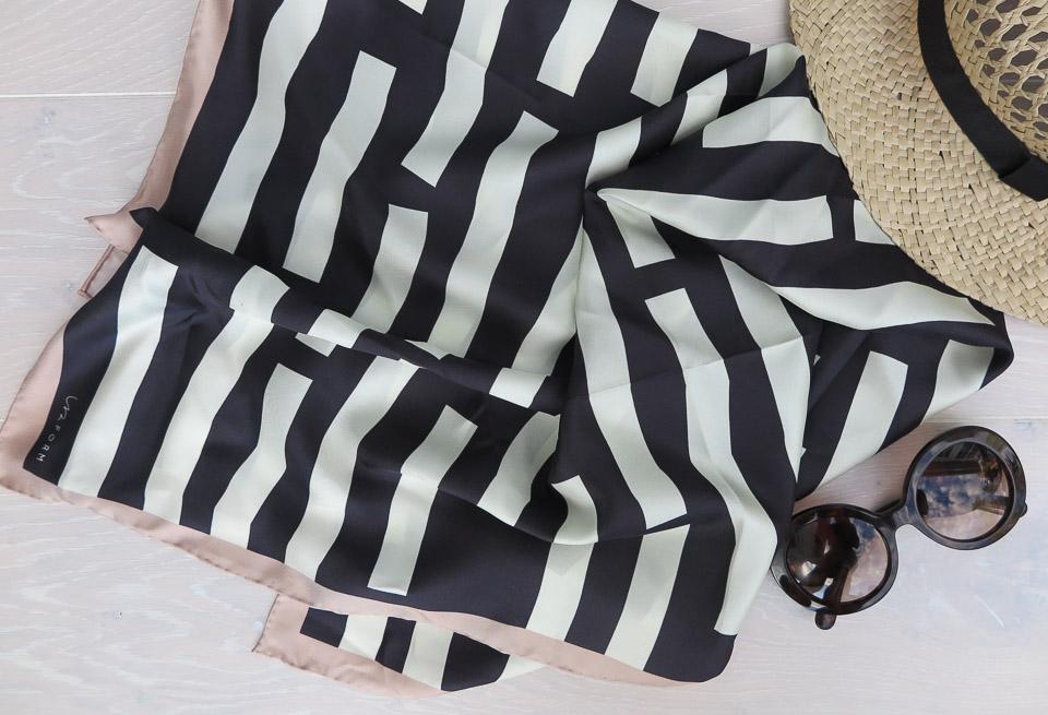 Grafiska scarfs i siden från Isa Form